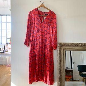 a338ddfc71d Topshop Dresses - NWT Wispy Floral Print Topshop Midi Dress